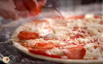 Видео для рецепта пиццы Пепперони